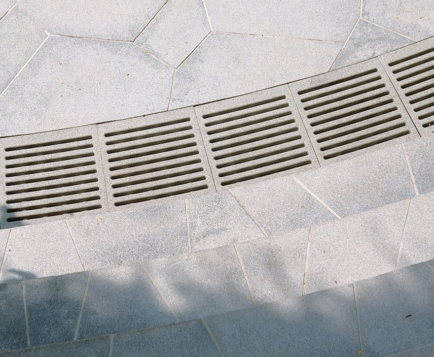 8 St Thomas Trench Grate