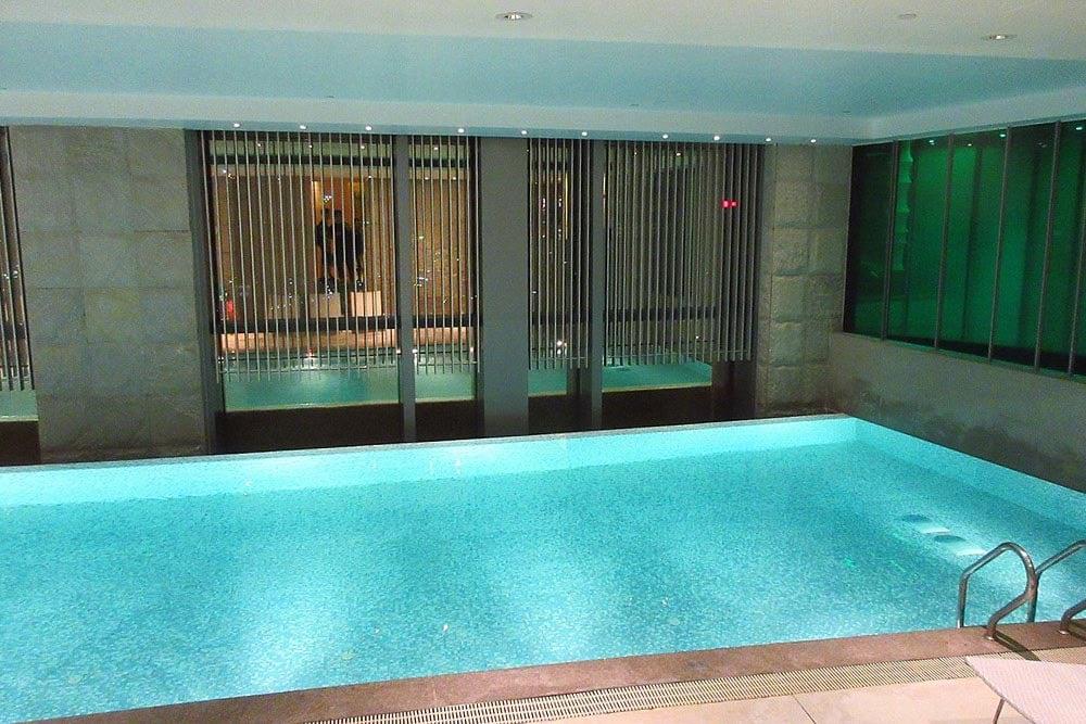 pool in hotel okura macau