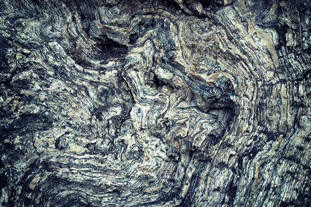 inner structure of an igneous rock