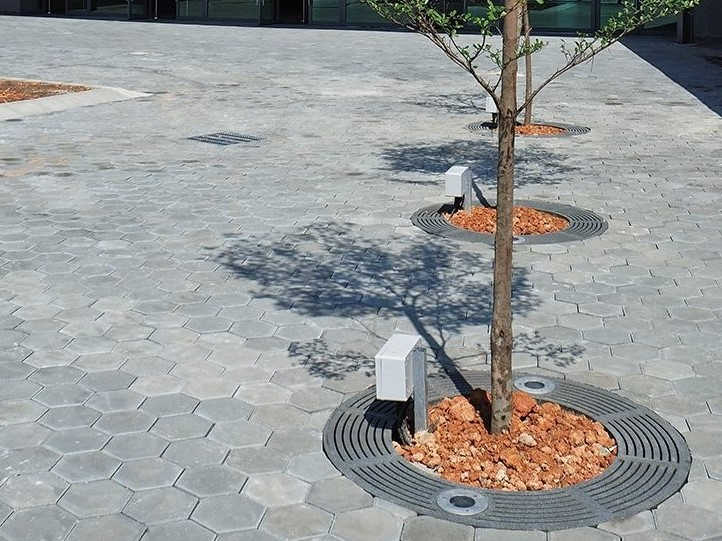 Jonite tree grates
