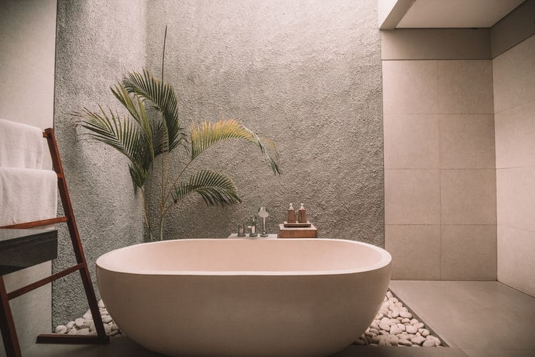 stone-cladded walls in bathroom