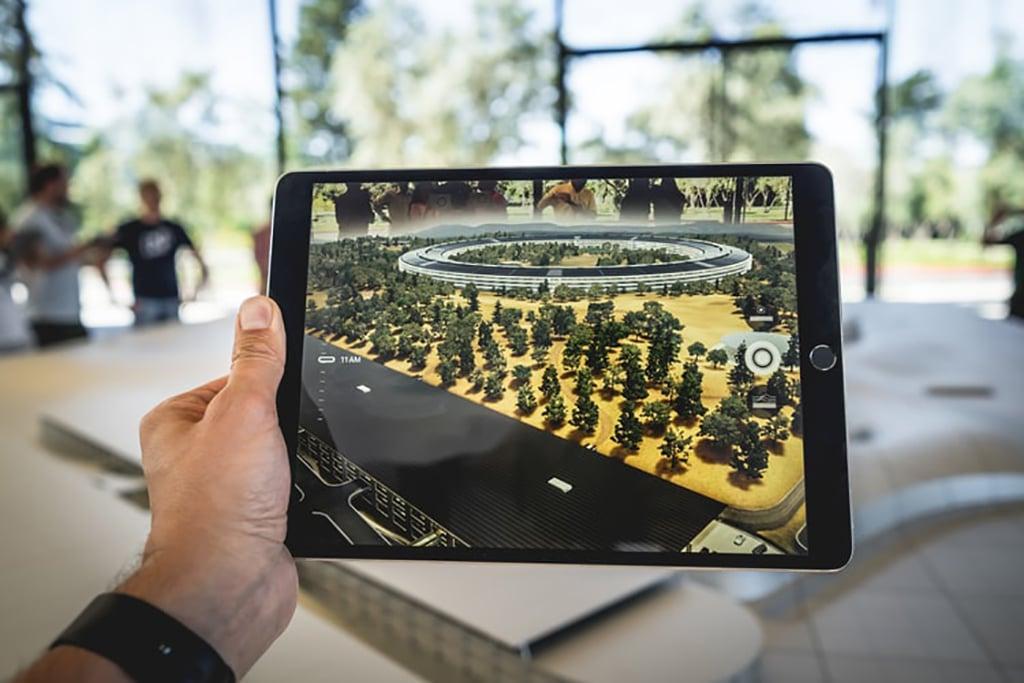 virtual reality tracking