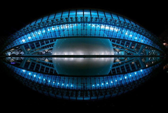 Art of symmetry in architecture